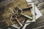 Nostalgic mementos. Old keys, diary and vintage photographs.