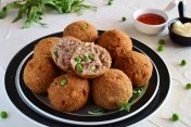 Fish balls with tuna and green peas