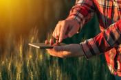 Agronomist using smart phone mobile app