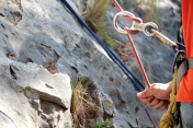 Figure of eight: Rock climber holding the rope