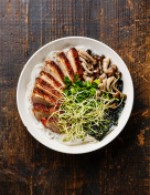 Rice noodles bowl with Duck