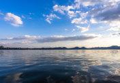 west lake in hangzhou during sunset