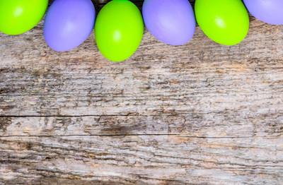 框架的复活节彩蛋、 背景、 快乐复活节概念与传统符号