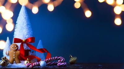 圣诞节糖果和圣诞树装饰