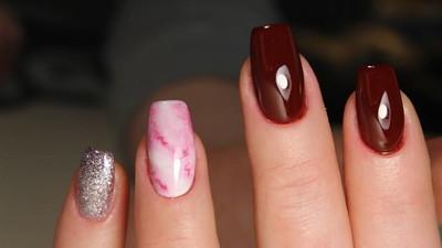 可怕的指甲和美丽的清洁指甲