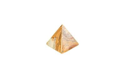 小的红砖四边金字塔纪念品
