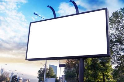 在城市的广告横幅广告牌样机