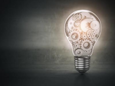 灯泡和齿轮。Perpetuum 移动。创新、创意