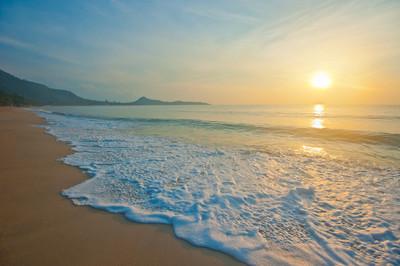 热带海滩日出时