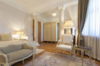 内部的古典风格豪华卧室