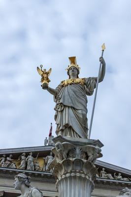 奥地利维也纳。雕塑装饰,奥地利议会大楼