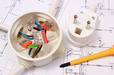 螺丝刀、 电器箱和电插头上施工图