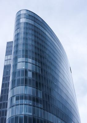 办公大楼。摩天大楼的现代玻璃 silhouettes