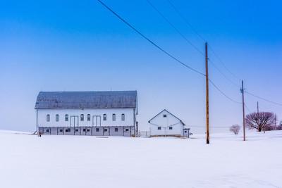谷仓在一个大雪覆盖农村纽约县 pennsylv 农场的场长