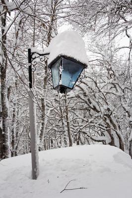 在雪盖的旧灯笼