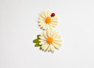 两朵花装饰