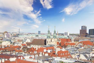 从观景台在奥地利维也纳圣史蒂芬大教堂的城市风景