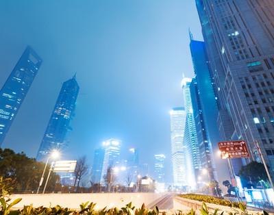 陆家嘴金融中心的夜景
