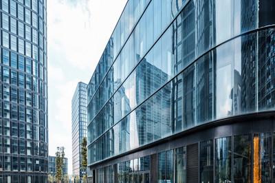 在现代城市的摩天大楼