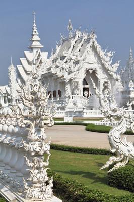 在东南亚地区的白色神话般宫