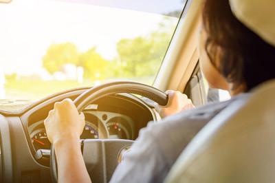 公路旅行和交通安全驾驶