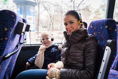 在公交车的母亲 ans 儿子