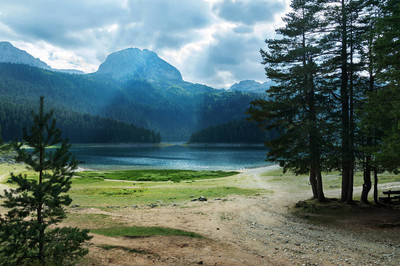 黑山,黑湖,美丽的景色的黑湖