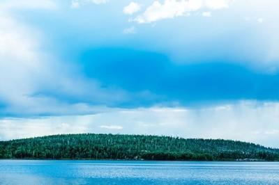 与绿色海岸湖的美景