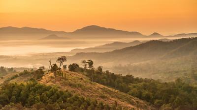 景观的山景和云赖观日出