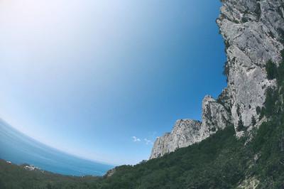 观海岸边的悬崖