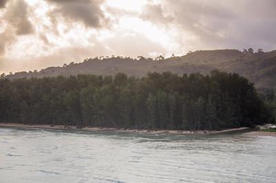 泰国普吉岛的雨海令人敬畏的景色