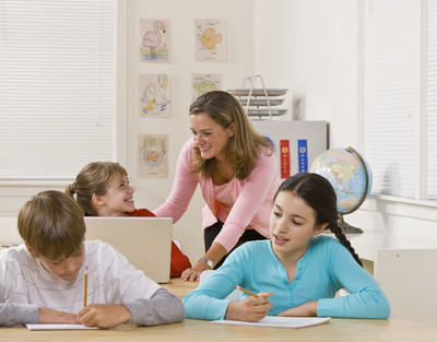 教师帮助学生