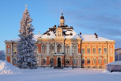 在冬季,芬兰的库奥皮奥市政厅