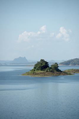 在泰国中部考兰湖