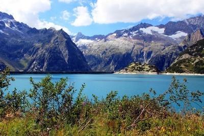 在高山高山湖泊