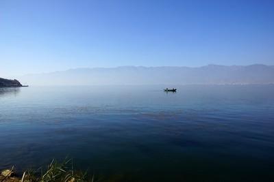 中国大陆云南省大理,erhail 湖上钓鱼的人