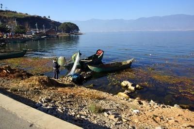 中国大陆云南省大理洱海钓鱼的人