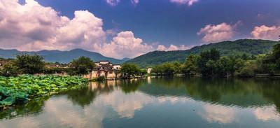 在宏村宏村,中国-2014 年 7 月 28 日︰ 湖