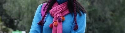 女性的毛衣和围巾
