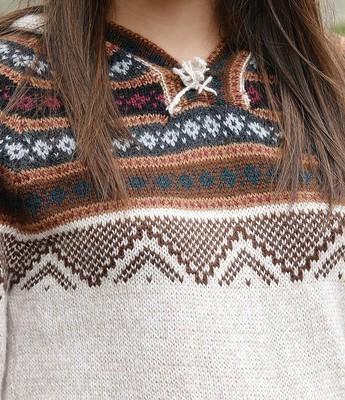 针织毛衣中的女性