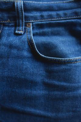 纹理的粗斜纹棉布牛仔裤布裤口袋