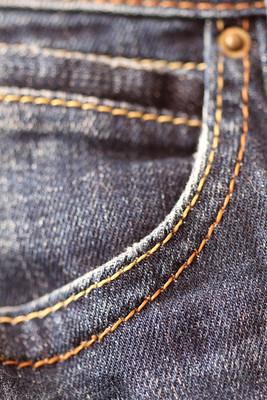 蓝色的牛仔裤