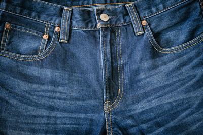 蓝色牛仔裤