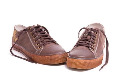 棕色花边鞋