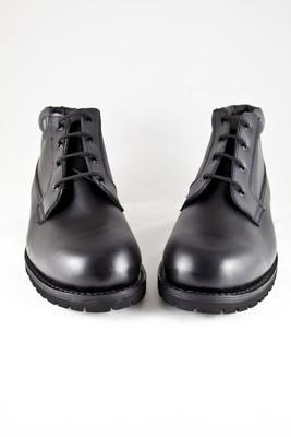 黑牛皮靴??皮革的