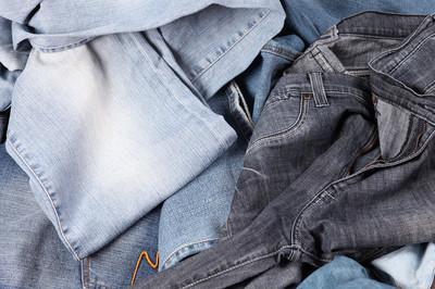 堆栈的牛仔裤
