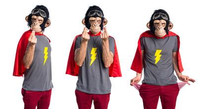 超级英雄猴人做钱的手势