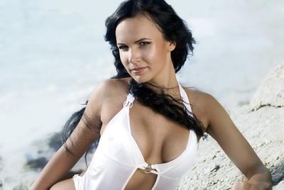 vacker flicka på stranden