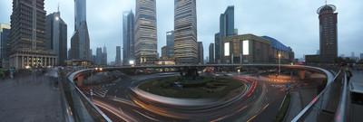 上海陆家嘴全景照片公路在晚上