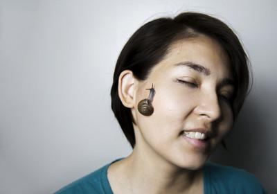 亚洲女人脸上的蜗牛按摩